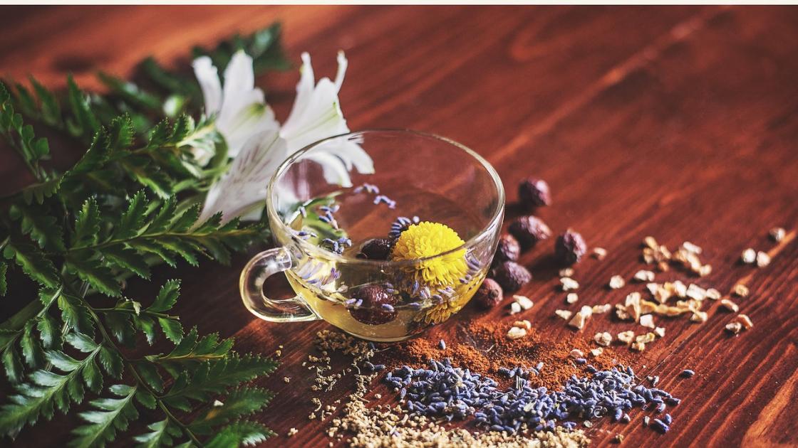 Verslaafd aan eten? Deze ayurvedische tips gaan jou helpen.